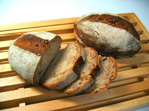 くるみのライ麦パン
